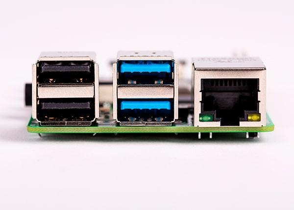 Puertos USB y Ethernet de la Raspberry Pi 4