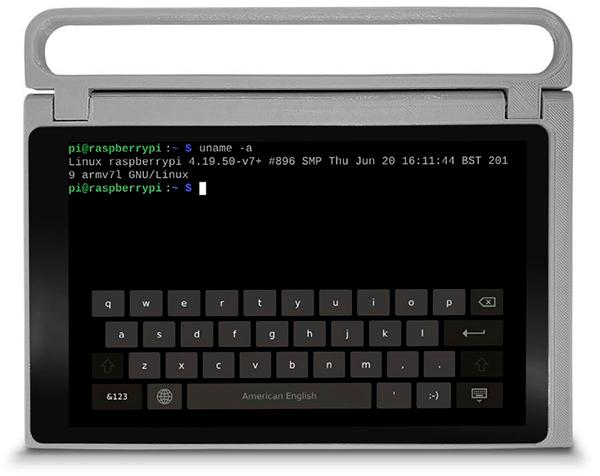 Imagen de CutiePi con la terminal de Linux funcionando