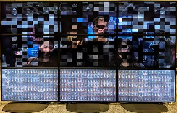 Imagen de los 9 monitores del superordenador de Oracle
