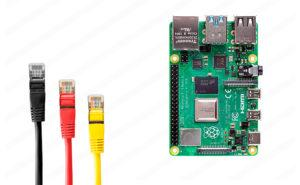 Raspberry Pi 4 con cables de red